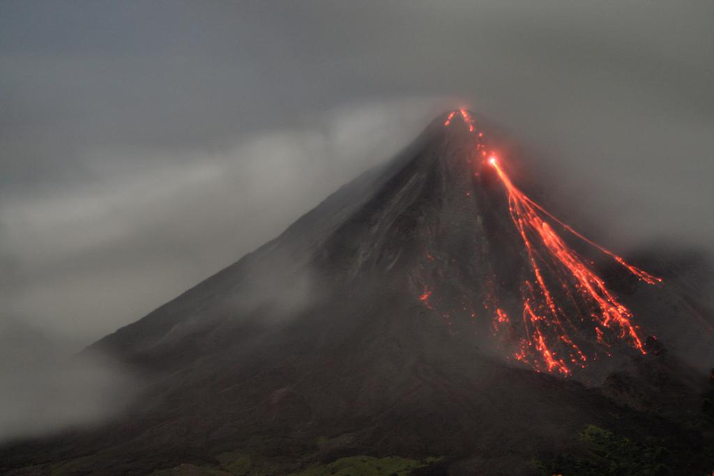 Arenal_Vulkan_mit_Lava_Costa_Rica