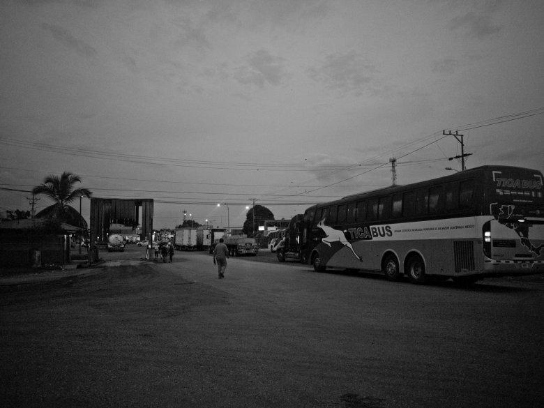 Mit dem Bus an der Grenze zu Costa Rica