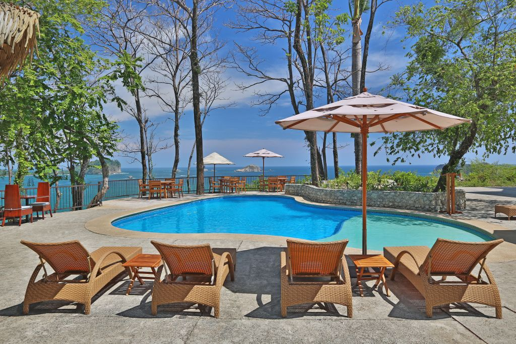 Poolbereich | Foto: Hotel Arenas del Mar Beachfront & Rainforest Resort