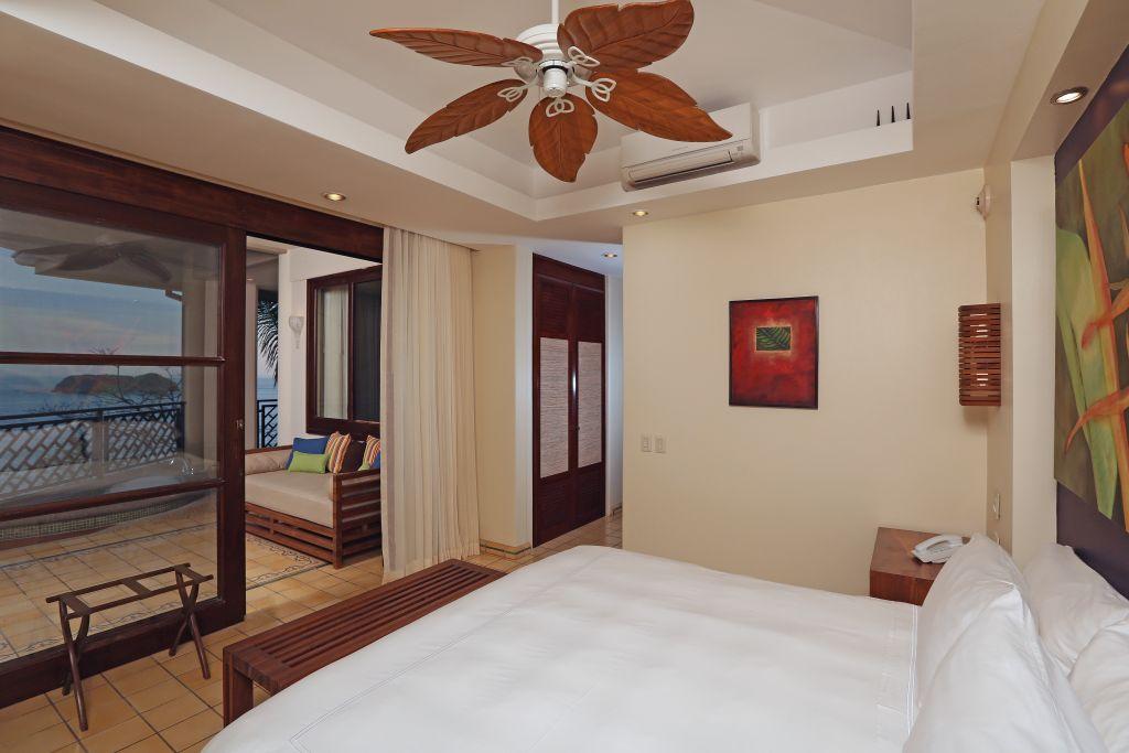 Zimmer mit Terrasse |Foto: Hotel Arenas del Mar Beachfront & Rainforest Resort