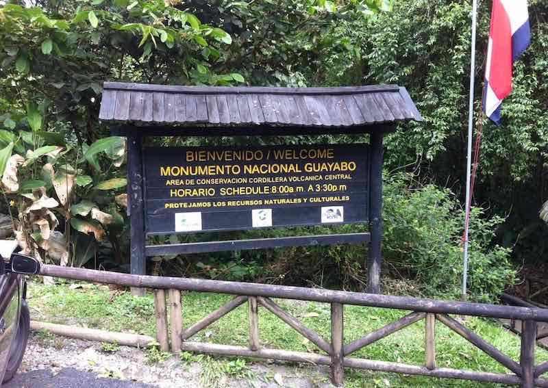 Eingang zum Monumento Nacional Guayabo