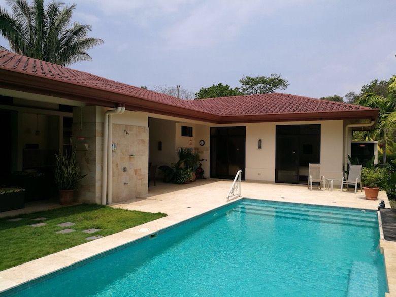 Villa mit Pool in Costa Rica