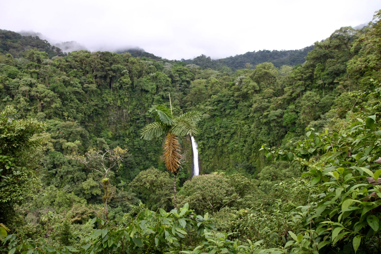 Arenal-Wasserfall-Costa-Rica