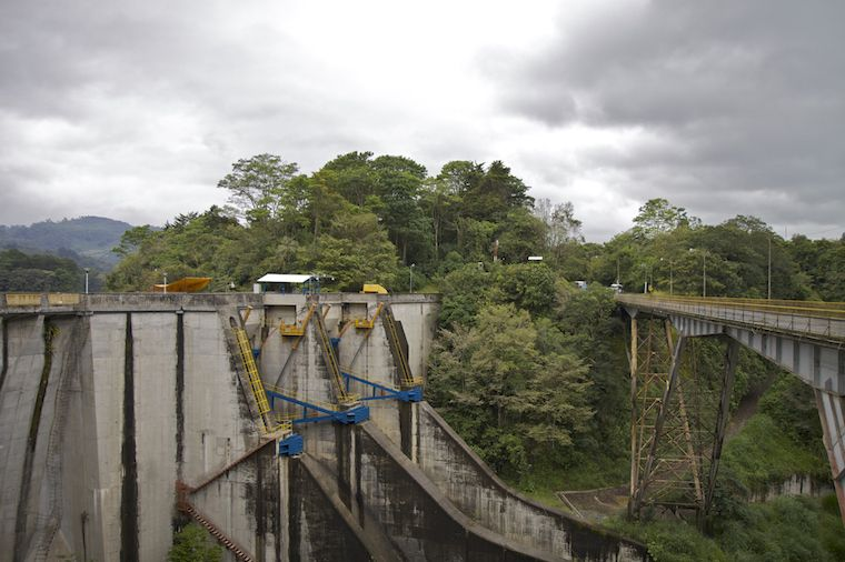 Cachí Staumauer und Brücke